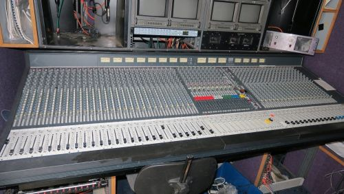 Soundcraft Series 5 48chnnael live sound mixer and meterbridge